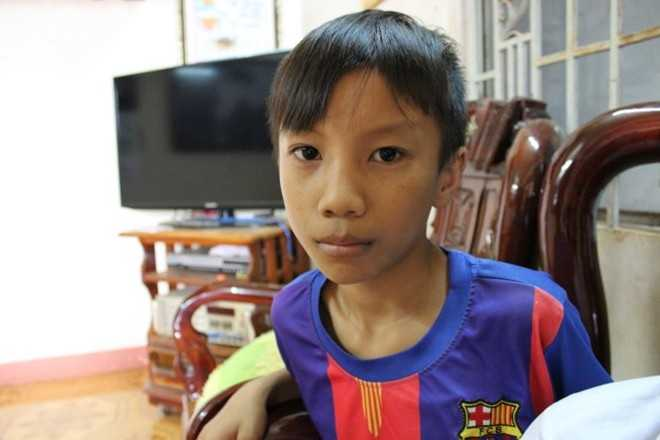Mái tóc em Trương Bá Quý một ngày sau khi bị cô Hương cắt.
