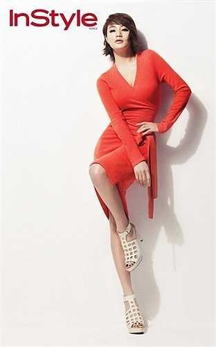 Kim Hye Soo 45 tuổi vẫn là một trong những biểu tượng sexy nổi tiếng nhất ở Hàn Quốc.Mặc dù đã bước sang tuổi tứ tuần nhưng làn da sáng mịn, nụ cười hồn nhiên. Đôi mắt to, đen tròn của cô vẫn luôn làm mọi người phải xao xuyến. Vẻ đẹp đánh bại năm tháng giúp cho Hye Soo nhiều lần được bình chọn là người phụ nữ có gương mặt đẹp nhất Hàn Quốc.