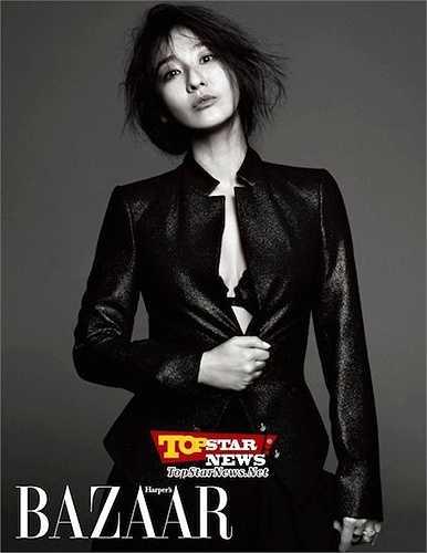 Lee Mi Yeon, 44 tuổi, là một nữ diễn viên được đánh giá cao và giành được nhiều tình cảm của công chúng với vai diễn nữ hoàng trong bộ phim truyền hình 'Hoàng hậu Myeong Seong'.