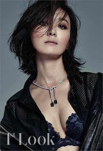 Oh Yeon Soo, 44 tuổi, vẫn chưa mất đi sức hút. Cô là một diễn viên nổi tiếng trong ngành công nghiệp điện ảnh Hàn Quốc.