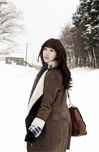 Choi Ji Woo, sinh năm 1975, được coi là một trong những người tiên phong của làn sóng Hallyu sau vai diễn chính trong các bộ phim truyền hình như 'Nấc thang lên thiên đường' và 'Bản tình ca mùa đông'.