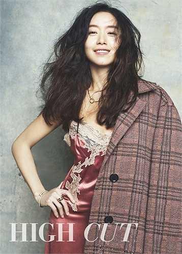 Jun Do Yeon, người khởi đầu sự nghiệp diễn viên từ rất sớm và lập tức gây chú ý bởi diễn xuất ưu tú. Hiện tại, cô đã được coi là một trong những nữ diễn viên tốt nhất tại Hàn Quốc. Jun Don Yeon từng chiến thắng hạng mục nữ diễn viên xuất sắc tại LHP Cannes năm 2007.