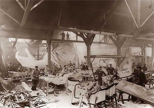 Tượng Nữ thần Tự do đang trong quá trình xây dựng năm 1884.