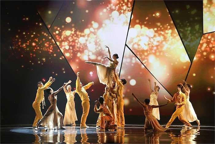 Lễ Trao giải Giải thưởng Truyền hình HTV - HTV Awards diễn ra tối 4/4 với nhiều màn trình diễn bùng nổ.