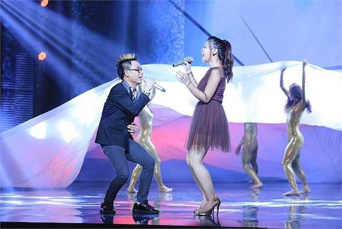 Tia Hải Châu - quán quân The winner is... trình diễn It's my life cùng Trúc Nhân.  (Trung Ngạn)