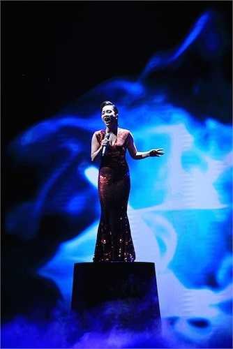 Diva Mỹ Linh khoe giọng hát truyền cảm, đầy nội lực.