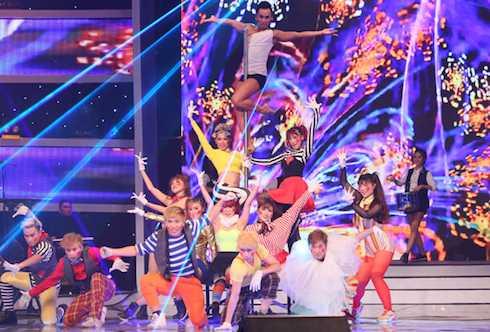 Top 14 Vietnam's Got Talent kết hợp trong một màn trình diễn ấn tượng.