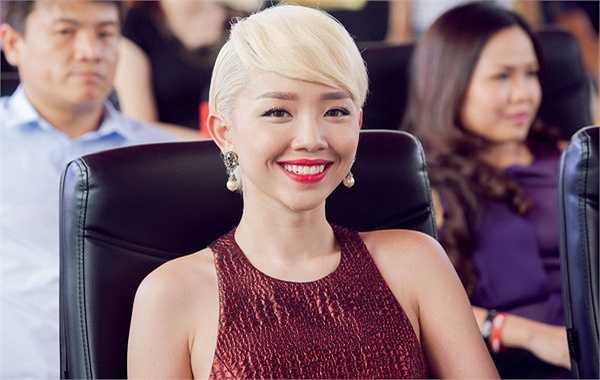 Tóc Tiên đặc biệt nổi lên sau khi tham gia The Remix và là người được coi sẽ 'soán ngôi' Hà Hồ trong tương lai