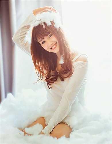 Hiện ngoài việc học, Phương Anh làm mẫu ảnh cho các cửa hàng thời trang và MC tại kênh thể thao điện tử trên truyền hình.