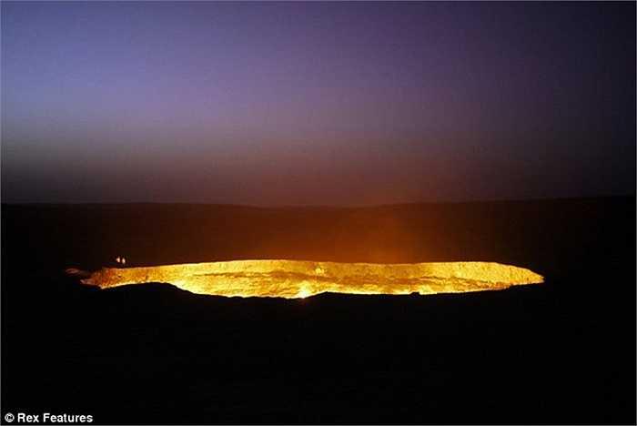 Turkmenistan là nước ở vùng Trung Á giáp với Iran và vùng Capsian. Với số dân 5 triệu người, quốc gia này có sa mạc Karakum với trữ lượng dầu mỏ và khí đốt lớn