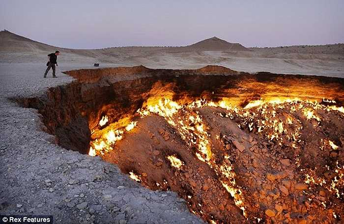 Hố lửa này nằm ở Derweze, tỉnh Ahal, Turkmenistan