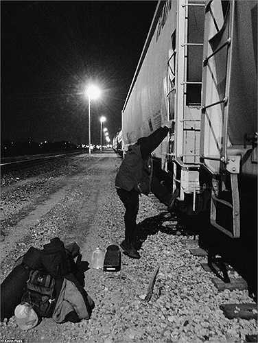 'Đánh chiếm' các toa tàu trống