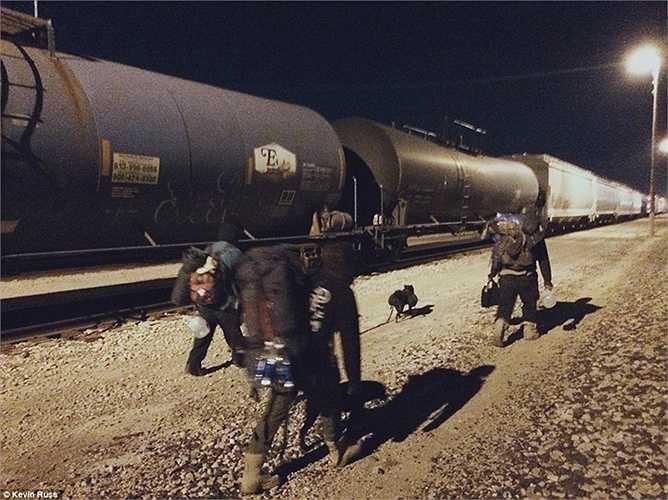 Những người bạn 'hành quân' trong đêm
