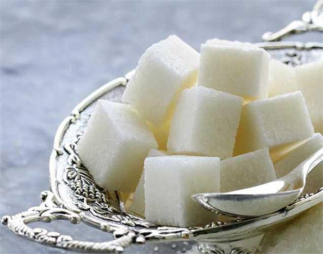 Đường nhân tạo: Đường tinh chế là thực phẩm chắc chắn gây ra stress. Ngoài ra nó còn làm tăng lượng đường trong máu và insulin.