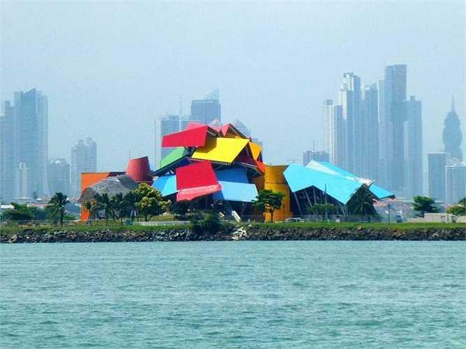 Hay tòa nhà Biomuseo đầy màu sắc ở Panama