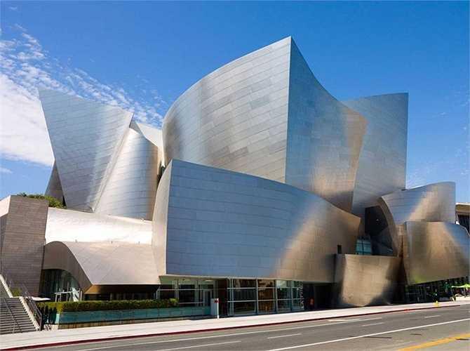 CÔng trình nổi tiếng nhất của Frank Gehry là nhà hát Walt Disney ở Los Angeles, Mỹ, hoàn thành vào năm 2003