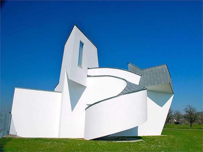 Bảo tàng Vitra Design là công trình đầu tiên tại châu Âu của Frank Gehry. Nó mở cửa từ năm 1989