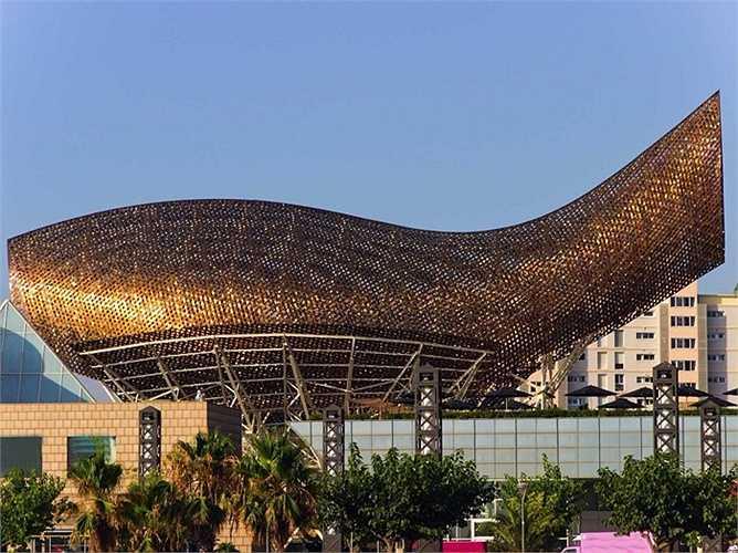 Tòa nhà hình cá mà Frank Gehry triển khai nhằm phục vụ cho Olympics 1992 tại Barcelona, Tây Ban Nha