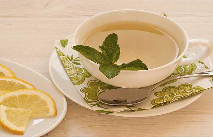 Chanh nóng: Sáng sớm uống một ly chanh nóng có thể giúp 'dọn dẹp' gan, đồng thời kích thích gan hăng say hơn với trọng trách khử độc. Uống chanh nóng cũng kích thích sự tổng hợp mật giúp làm sạch bao tử và ruột, kích thích nhu động ruột.