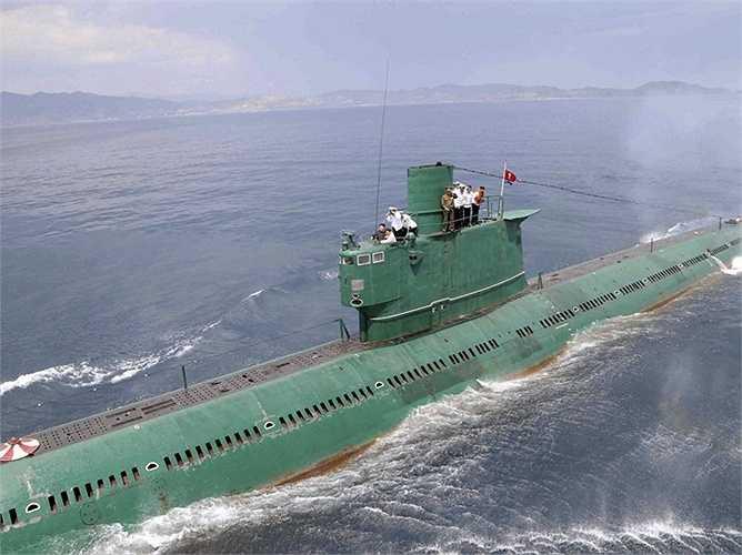 Lực lượng binh lính trên các tàu ngầm của Triều Tiên thuộc hàng đông nhất thế giới. Tuy nhiên, họ vẫn sử dụng nhiều model tàu ngầm đã cũ