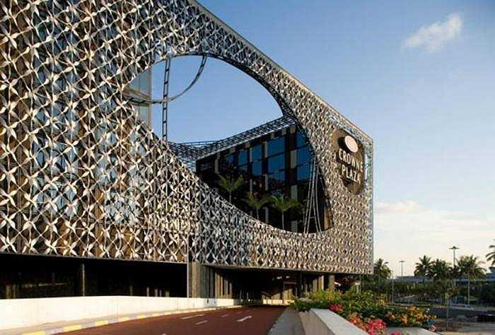 Khách sạn sân bay tốt nhát thế giới: Crown Plaza (Changi Singapore. Đây là điểm nghỉ chân cho khách khi transit chuẩn bị cho những chặng bay dài đến châu Âu, Australia, Mỹ