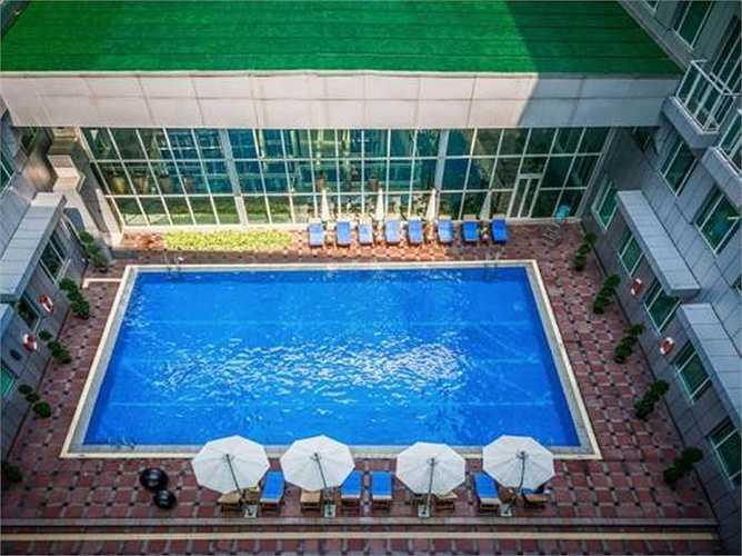 Du khách có thể trải nghiệm sự thoải mái tại bể bơi, phòng tập yoga
