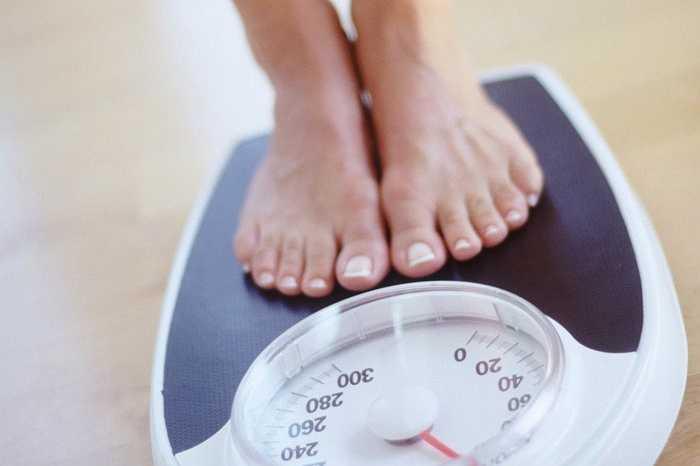 Bạn không theo dõi cân nặng: Nếu bạn vẫn ăn kiêng và tập thể dục đầy đủ, nhưng bạn không thường xuyên theo dõi cân nặng, bạn có nguy cơ tăng cân cao.