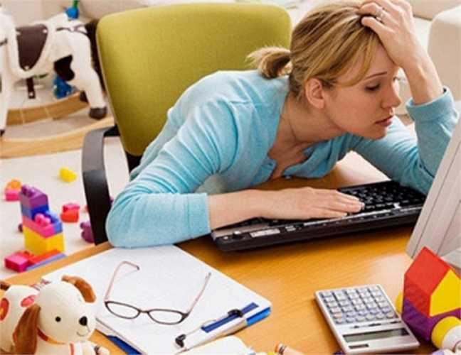 Căng thẳng: Nếu cuộc sống của bạn quá bận rộn và bạn luôn có cảm giác quá căng thẳng, đó có thể là lý do khiến bạn tăng cân trở lại. Cortisol - hormone được tiết ra khi chúng ta chịu áp lực, làm cơ thể chuyển hóa thức ăn chậm hơn.