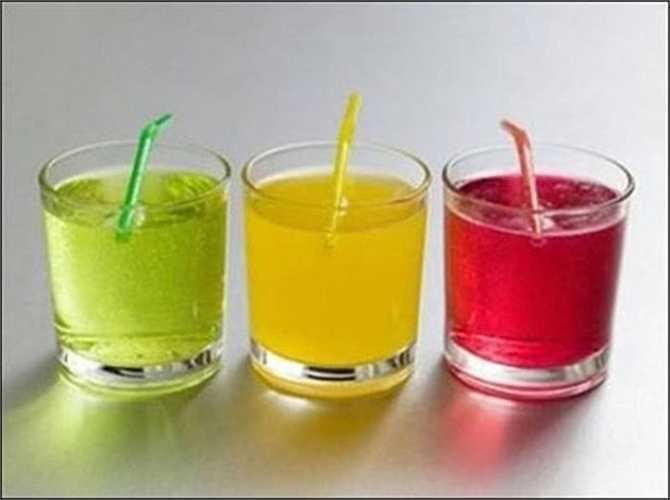 Theo các nhà nghiên cứu, hàm lượng đường trong nước ngọt không những là 'kẻ thù' của bạn mà nó còn kích thích chúng ta ăn nhiều hơn. Các nhà nghiên cứu cũng cho biết những người 'nghiện' nước có ga có nguy cơ tăng cân cao hơn những người chỉ uống nước có ga 5 lần trong một tuần.