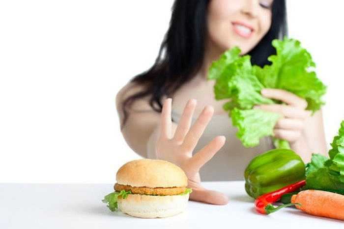 Ăn kiêng quá mức: Sau một chế độ ăn kiêng quá mức, liên tục ăn các loại thực phẩm ít chất béo hoặc các loại thực phẩm không calo có thể khiến bạn đói và cơ thể bạn luôn luôn đòi hỏi được ăn nhiều hơn