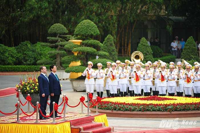 Nghi lễ chào cờ và quốc ca 2 nước Việt Nam, Nga được cử hành tại Phủ Chủ tịch