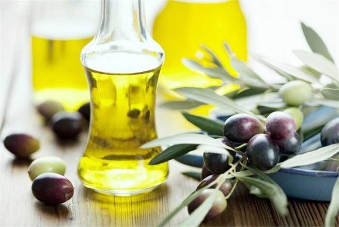 Dầu ô liu: Hợp chất chống ô xy hóa hydroxytyrosol có trong dầu ô liu giúp bảo vệ lipid máu (chất béo) khỏi các tổn hại do ô xy hóa gây ra.