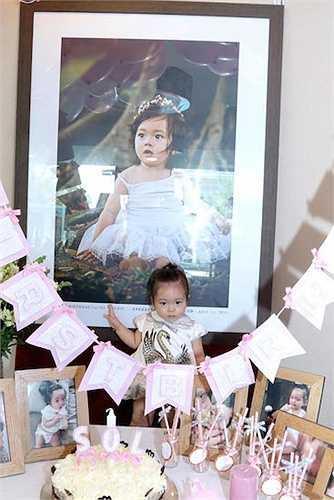 Hôm qua (5/4), vợ chồng nữ ca sỹ Đoan Trang đã tổ chức buổi tiệc sinh nhật ấm cúng cho con gái.