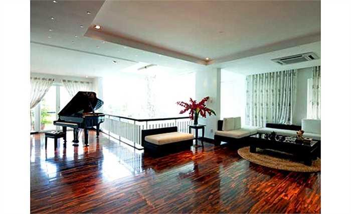 Ngôi biệt thự này được xây khi Hồ Ngọc Hà mới khẳng định được tên tuổi trong lĩnh vực âm nhạc.