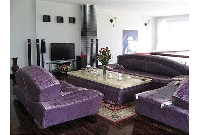 Phòng khách sang trọng trong căn biệt thự trắng của Hồ Ngọc Hà.