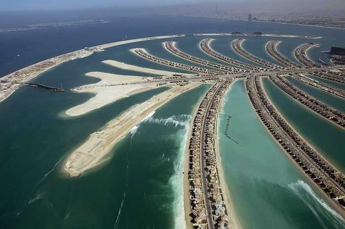 Rory cũng chi tiền mua một căn nhà ở đảo nhân tạo Palm Jumeirah (Dubai). Tuy nhiên, số tiền này chưa được tiết lộ