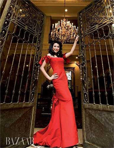 Hoa hậu kiêm ảo thuật gia Ngô Mỹ Uyên sở hữu căn biệt thự với nội thất xa hoa được định giá tớ 300 tỷ khiến không ít người trầm trồ.