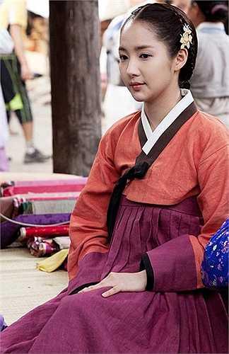 3. Park Min Young là nữ diễn viên và người mẫu Hàn Quốc. Cô được biết đến nhiều nhất với vai chính trong các phim truyền hình Sungkyunkwan Scandal và City Hunter.