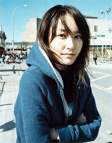 4. Yui Aragaki, là một thần tượng, diễn viên, ca sĩ, người mẫu người Nhật Bản. Với vẻ đẹp của mình, hiện nay cô được cho là một trong những thần tượng được yêu thích nhất tại Nhật Bản.