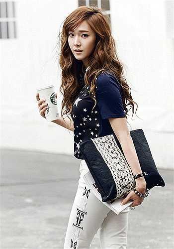 8. Jessica Jung là nữ ca sĩ, doanh nhân người Mĩ gốc Hàn Quốc và là cựu thành viên của nhóm nhạc Hàn Quốc SNSD.
