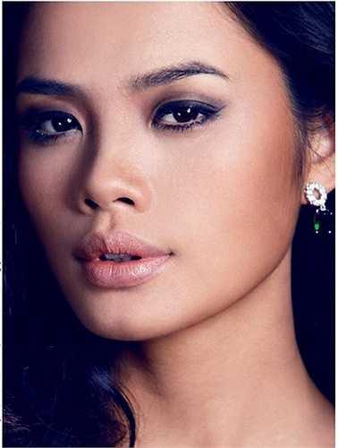 Khuôn mặt Thu Hiền mang một vẻ đẹp mạnh mẽ đầy cuốn hút, rất hợp với nét tính cách có phần ương bướng của cô.