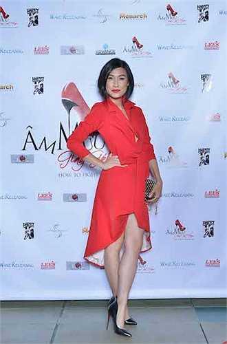 Kathy Uyên xuất hiện lộng lẫy trong trang phục của Lâm Gia Khang và giày Louboutins.