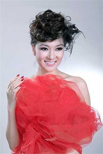 Nhiều người còn so sánh nhan sắc cô với ngôi sao xứ Hàn Lee Young Ae.