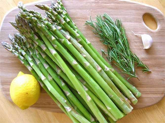 Măng tây có lượng vitamin C chống oxy hóa mạnh và folate (axit folic). Nghiên cứu đã chứng minh folate có tác dụng vô cùng quan trọng trong khả năng sinh sản ở nam và nữ.