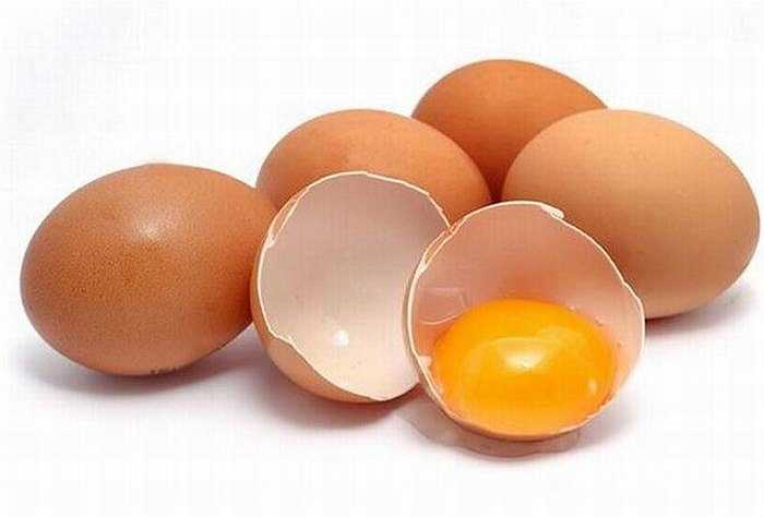 Trứng rất giàu choline, giúp thúc đẩy tăng trưởng và sức khỏe tổng thể bộ não của bé, đồng thời giúp ngăn ngừa khuyết tật ống thần kinh.