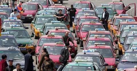Vì sao khoảng 30 tài xế taxi Trung Quốc tự tử tập thể ở Bắc Kinh?