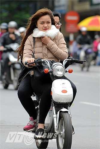 Tại Hà Nội những ngày này thời tiết thường được dự báo là trời có nhiều mây, đêm và sáng có mưa, nhiệt độ tụt thấp xuống dưới 20 độ C.