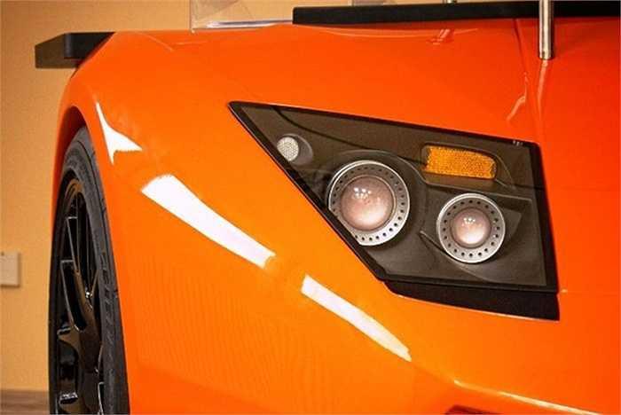 Nó có hình dáng giống y hệt như phần đầu của mẫu siêu xe Lamborghini Murcielago SV.