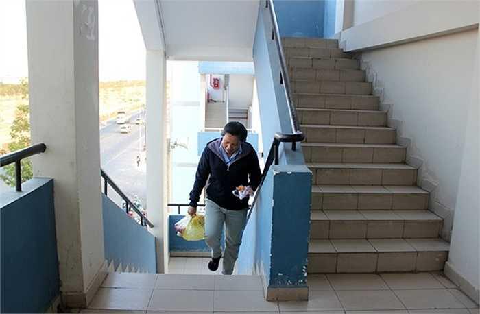 Mỗi khu nhà bao gồm 5 tầng, được bố trí 3 cầu thang bộ. Tất cả đều được lắp đặt camera quan sát để đảm bảo an ninh, cũng như giảm thiểu chi phí quản trị và điều hành hoạt động chung.