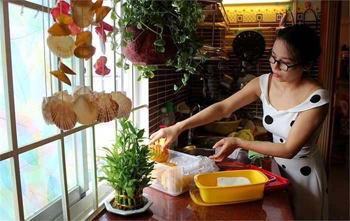 Chị Trần Thị Hồng, một nhân viên văn phòng vừa dọn về căn hộ mới chia sẻ, mua nhà có diện tích 30 m2, chị được trả góp trong 5 năm, với số tiền góp mỗi tháng là 1,4 triệu đồng.
